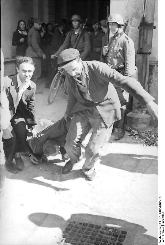 _en_Bundesarchiv_Bild_101I-186-0160-13__Russland__Misshandlung_eines_Juden.jpg