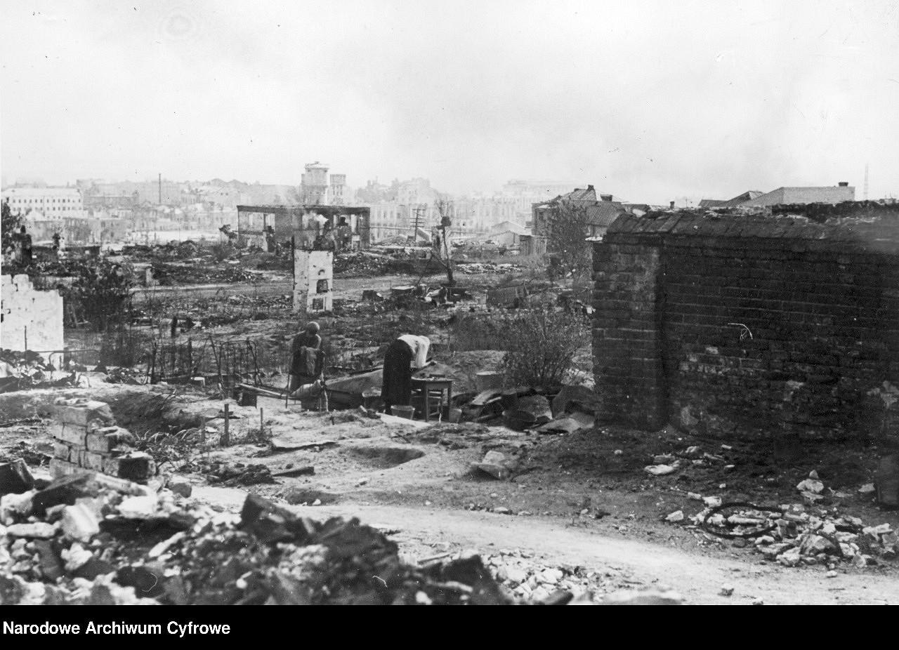 _en_Stalingrad_dwie_kobiety_w_ruinach_NAC_COMP.jpg